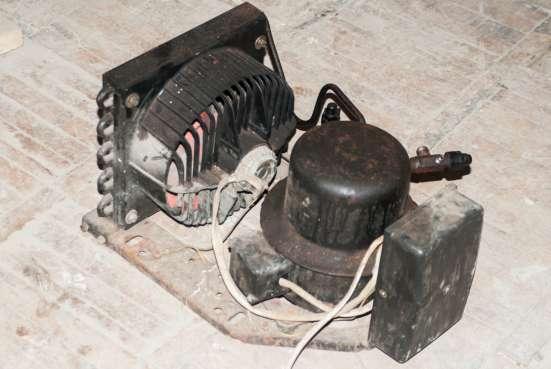 Компрессор холодильный 220В