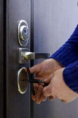 Аварийное открывание дверей, установка замена замков