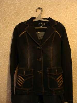 Джинсовый пиджак. юбка и джинсы