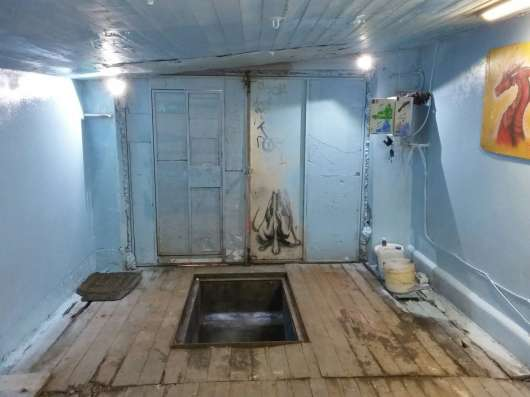 Кирпичный гараж, есть яма и подва. Электричество, охрана