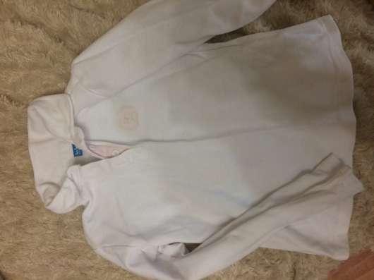 Четыре рубашки и брюки для школы