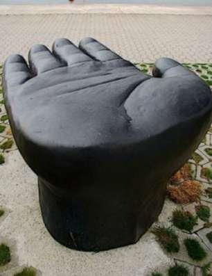 Стол скульптурный