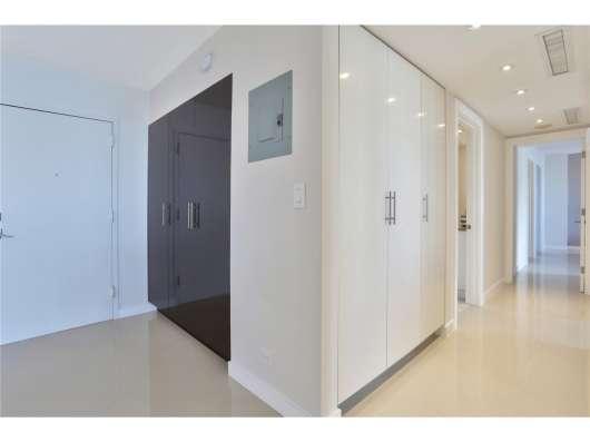 Квартира с современным дизайном в Санни-Айлс