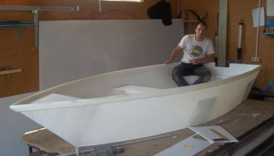 Лодка полиэтиленовая непотопляемая