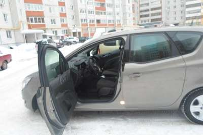 шикарный автомобиль Opel MERIVA