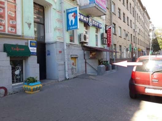 Сдам помещение в Центре,98 кв. м.Фасад,м.Дворец Украина.торг